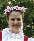 Menina do retrato em um costum popular Imagem de Stock Royalty Free