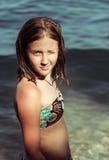 Menina do retrato no mar Imagem de Stock