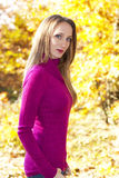 Menina do roxo do outono imagem de stock royalty free