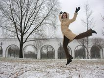 Menina do salto do inverno Fotos de Stock Royalty Free