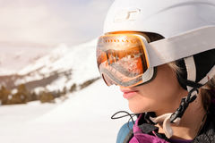 Menina do Snowboarder em Arhiz, montanha caucasiano Imagens de Stock Royalty Free
