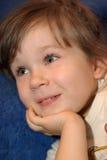 A menina do sorriso fotos de stock