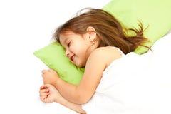 Menina do sorriso na cama Imagens de Stock Royalty Free