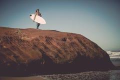 Menina do surfista imagens de stock