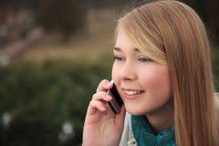 Menina do telefone de pilha Fotografia de Stock