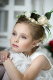 Menina do vintage com flores Fotografia de Stock Royalty Free