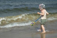 Menina doce na praia fotos de stock royalty free