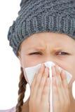 Menina doente com um lenço e um chapéu cinzento Imagens de Stock