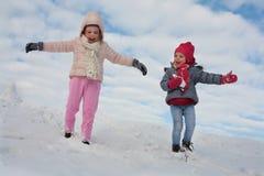 Menina dois bonito na neve foto de stock royalty free