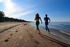 Menina dois running Foto de Stock Royalty Free