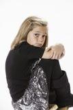 Menina dos anos de idade 10 no tamborete Fotos de Stock