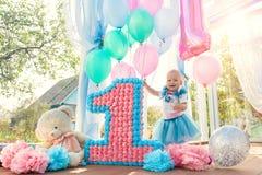 Menina dos anos de idade - feliz aniversario Fotos de Stock Royalty Free