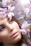 Menina dos termas com flores Fotos de Stock Royalty Free