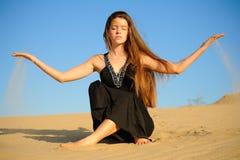 Menina e areia Imagem de Stock Royalty Free