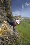 A menina e as montanhas Fotografia de Stock Royalty Free