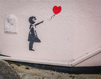 Menina e ballon da arte da rua imagens de stock royalty free