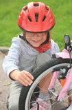 Menina e bicicleta Fotografia de Stock Royalty Free
