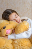 Menina e brinquedo Fotografia de Stock Royalty Free