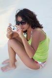Menina e câmera Imagens de Stock Royalty Free