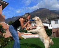 Menina e cão louros Imagens de Stock