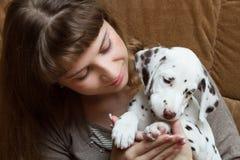 Menina e cachorrinho Imagem de Stock