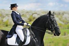 Menina e cavalo do adestramento Fotografia de Stock