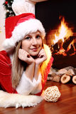 Menina e chaminé do Natal Fotografia de Stock