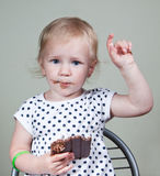 Menina e chocolate Foto de Stock Royalty Free