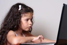 Menina e computador Imagens de Stock Royalty Free