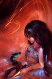 Menina e dragão ilustração do vetor