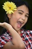 Menina e felicidade com flor fotografia de stock