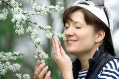Menina e flor de cerejeira Foto de Stock Royalty Free