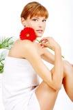 Menina e flor vermelha Fotos de Stock Royalty Free