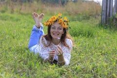 Menina e flores agradáveis Foto de Stock