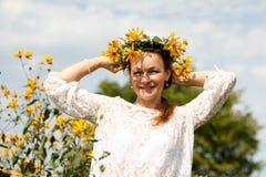 Menina e flores agradáveis Fotos de Stock Royalty Free