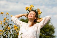 Menina e flores agradáveis Imagem de Stock