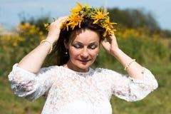 Menina e flores agradáveis Fotografia de Stock