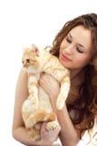 Menina e gato britânico isolados fotografia de stock