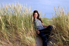 A menina e a grama Fotos de Stock Royalty Free