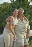 Menina e homem cubanos de sorriso novos com o chapéu que levanta para a câmera nas cervejas inglesas do ½ do ¿ de Valle de Viï, e Imagens de Stock