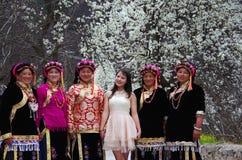 Menina e irmãs tibetanas Imagens de Stock Royalty Free