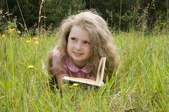 menina e livro Imagem de Stock