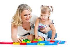 Menina e matriz do miúdo que jogam junto Foto de Stock Royalty Free