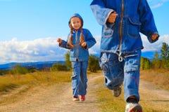Menina e menino Fotos de Stock
