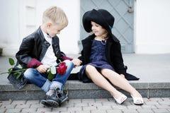 Menina e menino Imagens de Stock