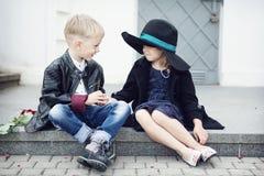 Menina e menino Imagens de Stock Royalty Free
