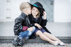 Menina e menino Imagem de Stock