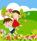 Menina e menino nas flores Fotografia de Stock Royalty Free
