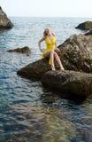 A menina e o mar Foto de Stock Royalty Free