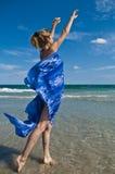 A menina e o mar Foto de Stock